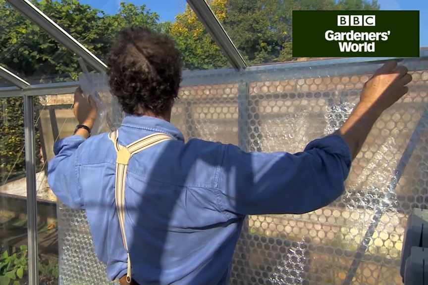 How to insulate a greenhouse with bubblewrap
