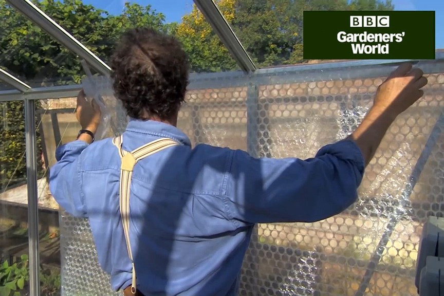 How to insulate a greenhouse with bubblewrap video