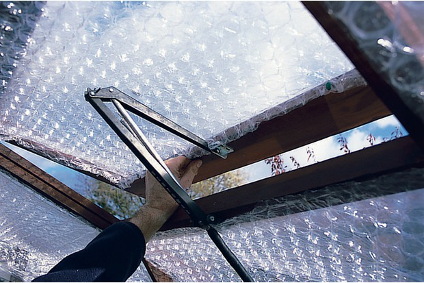 greenhouse-insulated-with-bubble-wrap-2