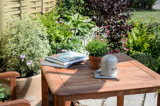 garden-table-with-books-2