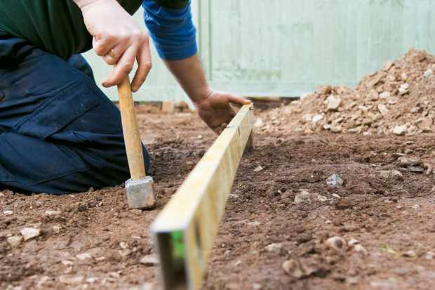levelling-patio-pegs-2