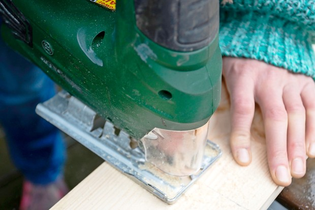 cutting-wood-to-size
