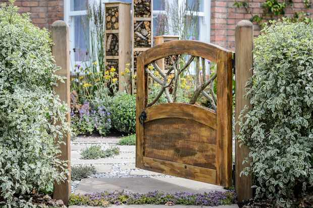 Tips for front gardens - gate leading into front garden