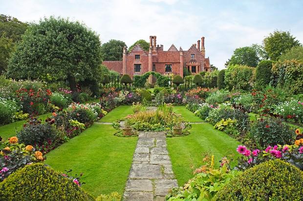 Chenies Manor House & Gardens