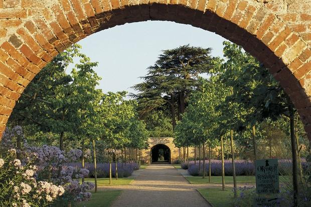Hampton Court Castle Gardens & Parkland