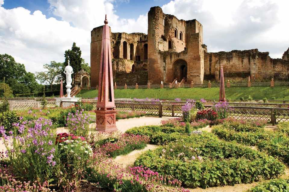 Kenilworth Castle & Elizabethan Garden