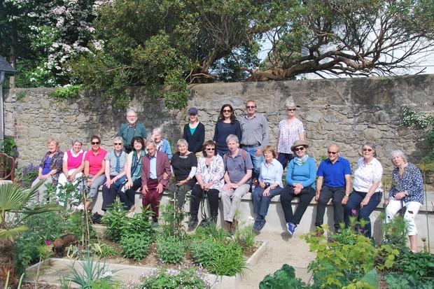 helen-dillon-garden-group-2048-1365