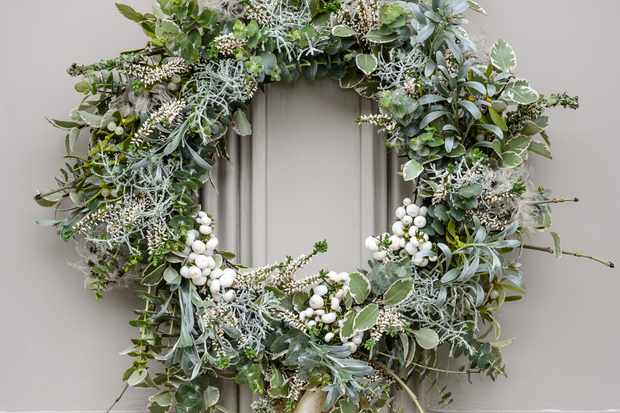 How to make a cool-themed Christmas wreath