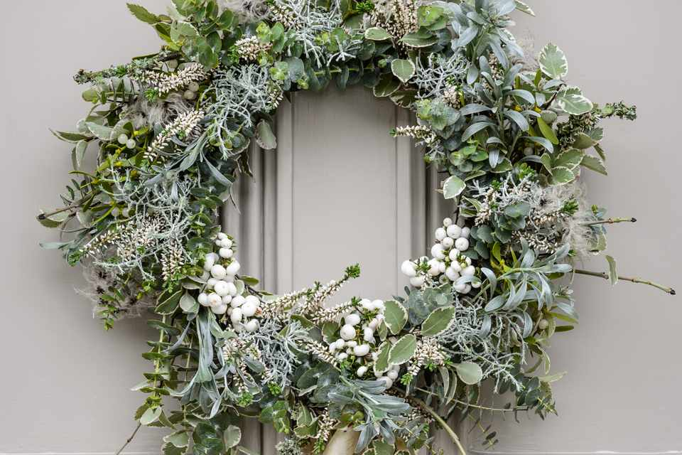 White-themed Christmas wreath