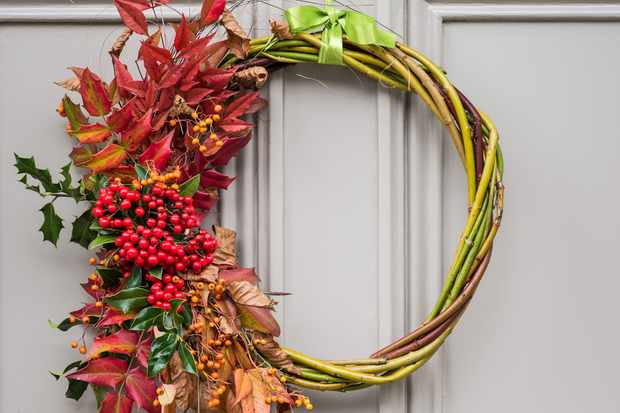 How to make a hot-themed Christmas wreath