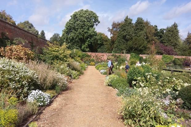 bowood-adam-with-guests-garden_2-2048-1365