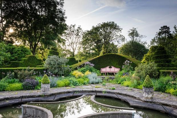 highgrove-gardens-2048-1365