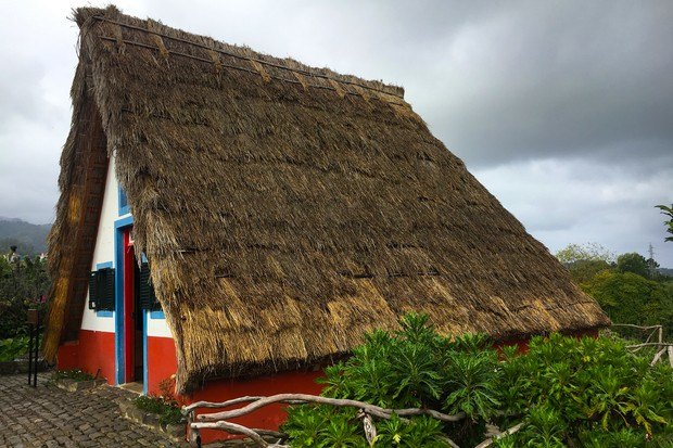 madeira-santana-traditional-house-2048-1365