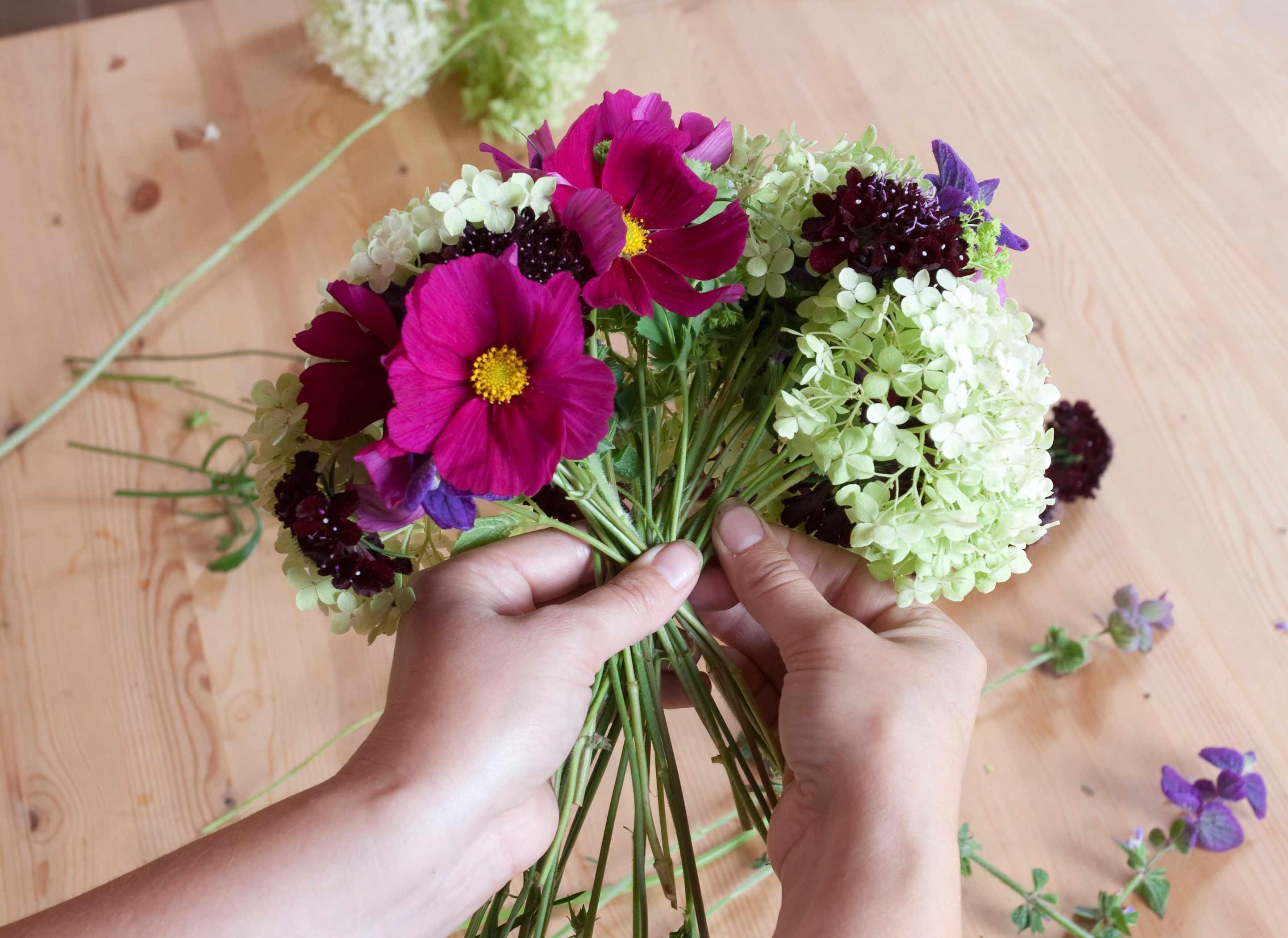 Creating a cut flowers bouquet