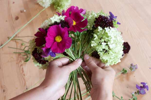 Creating a cut flowers bouquet