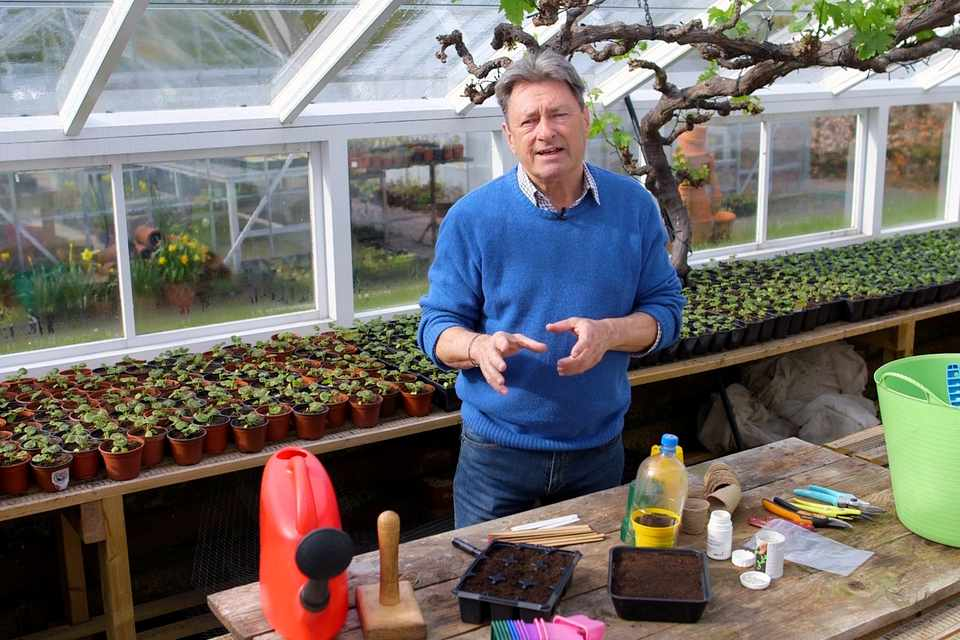 Essential kit for taking cuttings - video