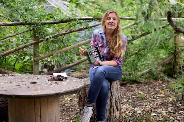 Setting a mammal trap camera - video featuring Kate Bradbury