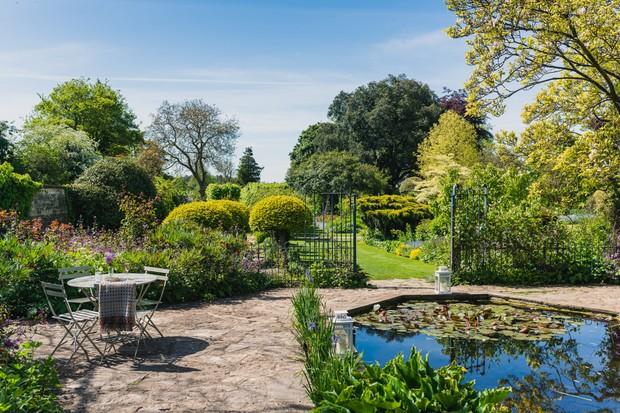 The gardens at Barnsley House