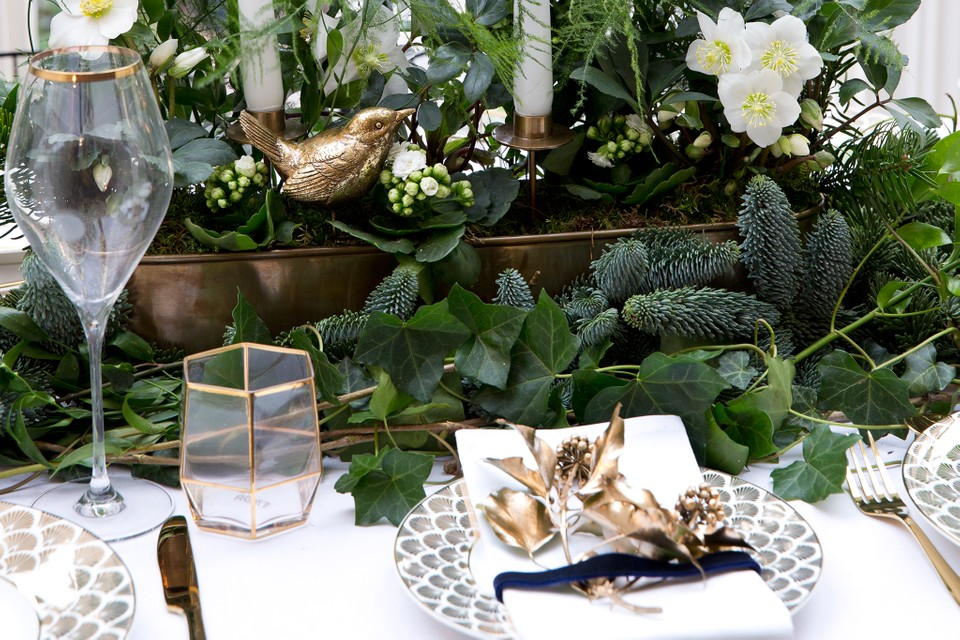 How To Make A Christmas Table Centrepiece Bbc Gardeners World Magazine