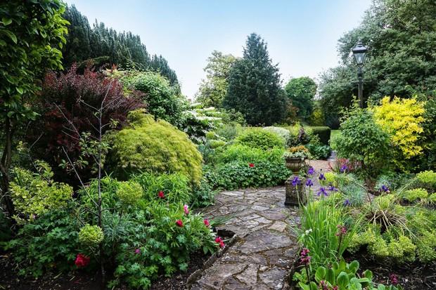 The Eastbury gardens