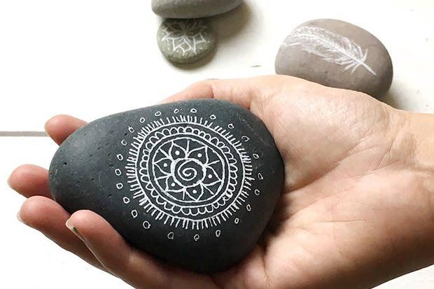 MIndful doodling pebbles