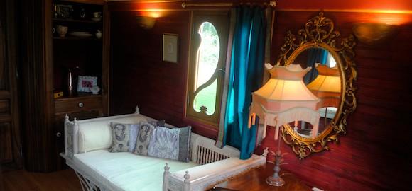 The Maharani caravan - divan bed