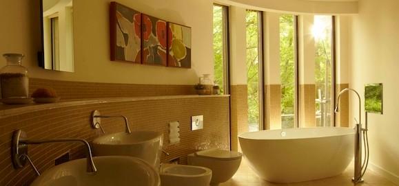 Chewton Glen treehouse bathroom