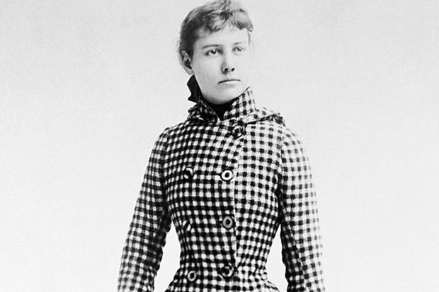 Nellie Bly with travelling bag