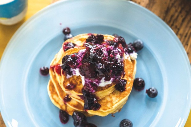 Ricotta hotcakes with blueberry compote recipe