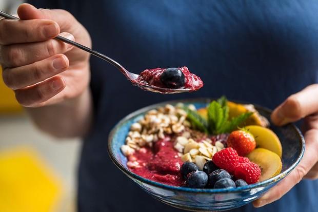 Dairy free berry smoothie bowl