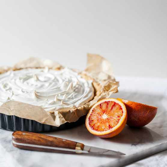 Meringue pie with blood orange