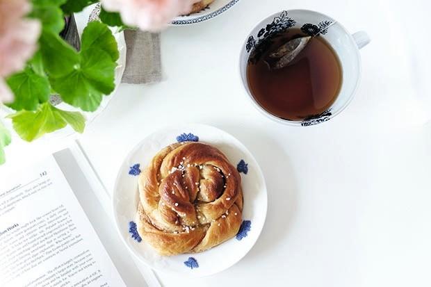 Cinnamon buns flatlay
