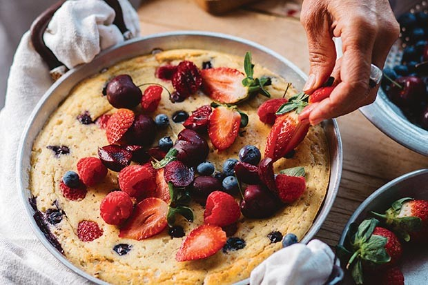 Giant pancake recipe with berries and cherries