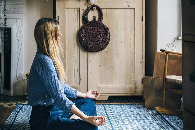 Melanie Barnes meditating