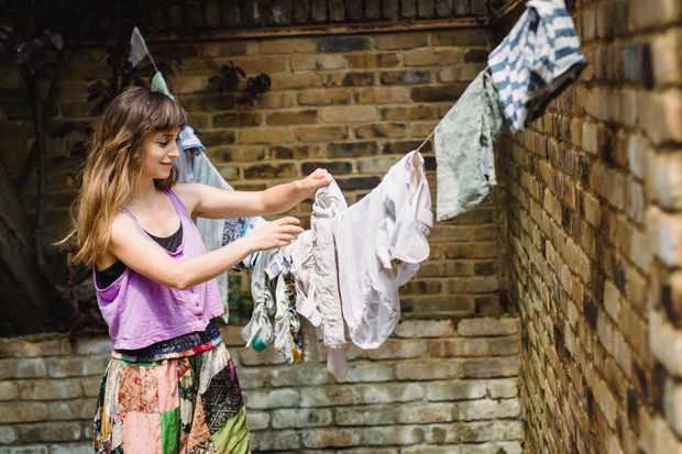 Mamalinauk hanging washing
