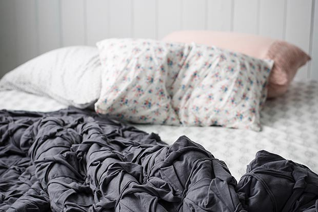 rumpled-bed-tracey-hocking-729612-unsplash-54c3615
