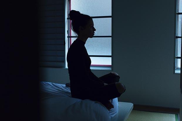 woman-sitting-on-bed-ben-blennerhassett-336485-unsplash (1)