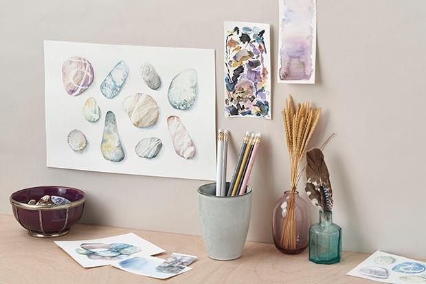 How to paint watercolour pebbles