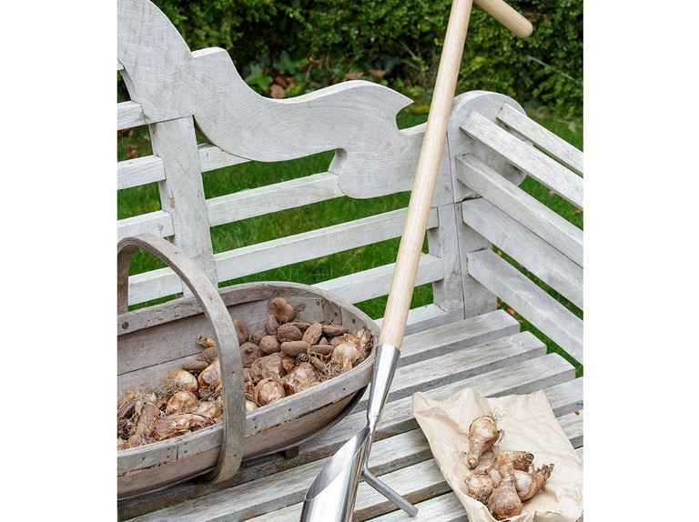 9 of the best long-handled bulb planters