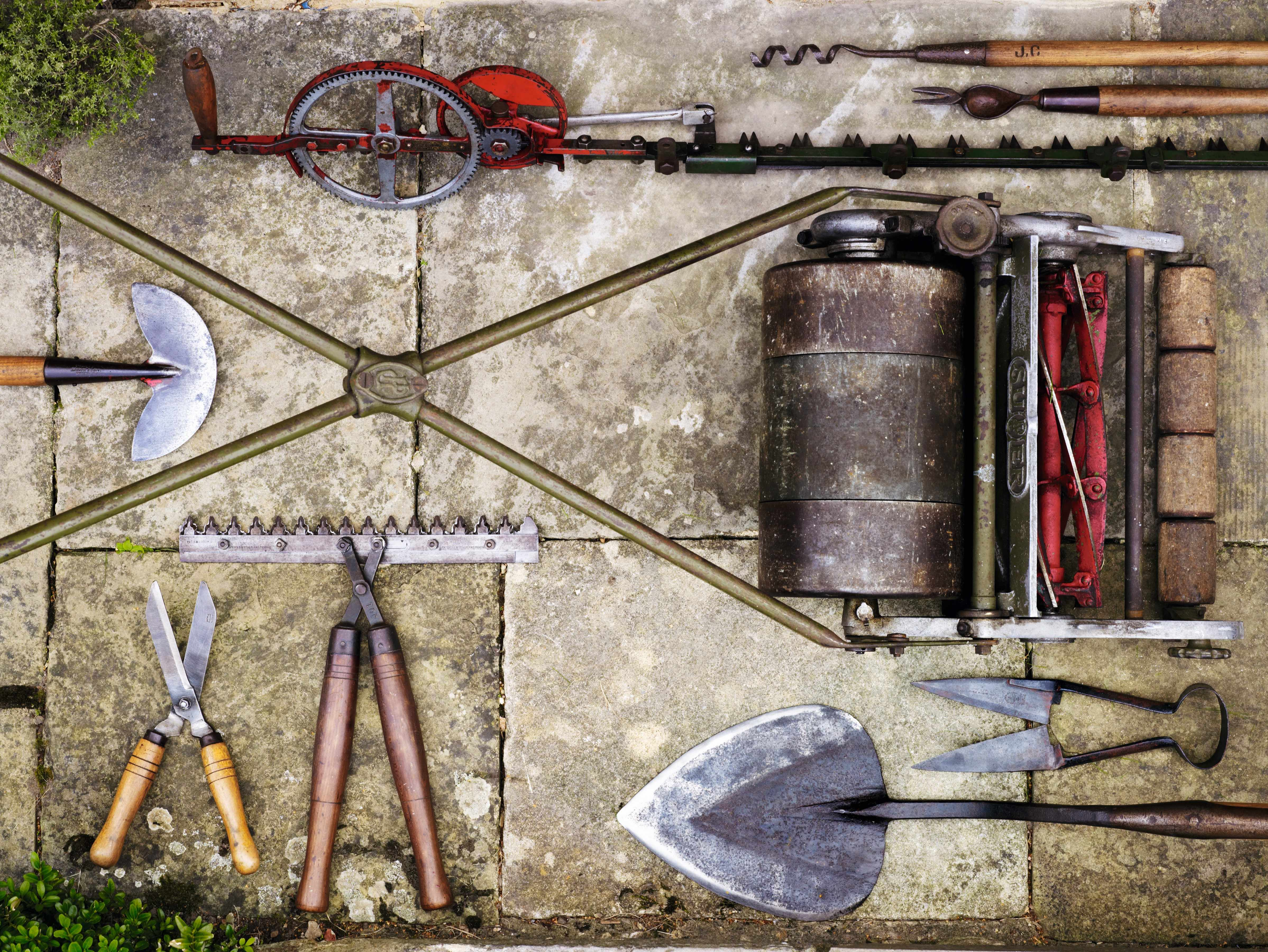 Tools for lawns and hedges