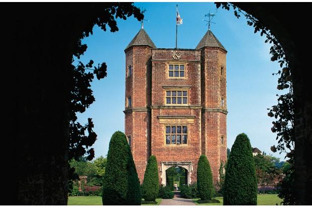 The Elizabethan tower, Sissinghurst Castle Garden, 1930, designed by Vita Sackville-West and Harold Nicolson, Kent, England, United Kingdom.