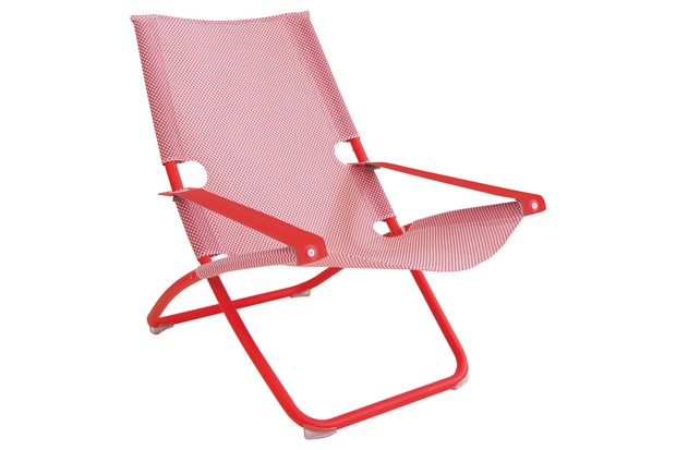 Fold-able Emu snooze deckchair in red