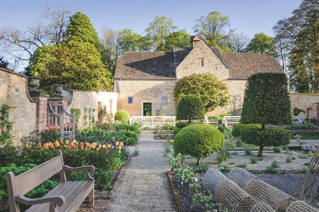 Blackland House - Polly Nicholson (23rd April 2017)