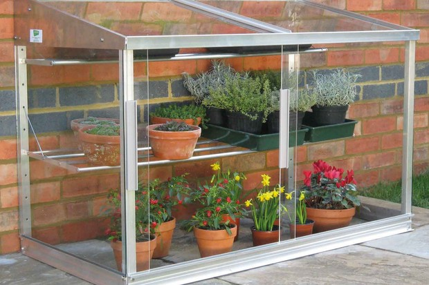 Lean-to coldframe