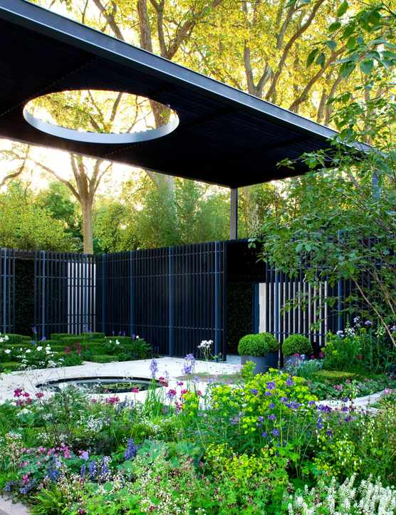 The Cancer Research UK Garden, at RHS Chelsea Flower Show 2010 designed by Robert Myers