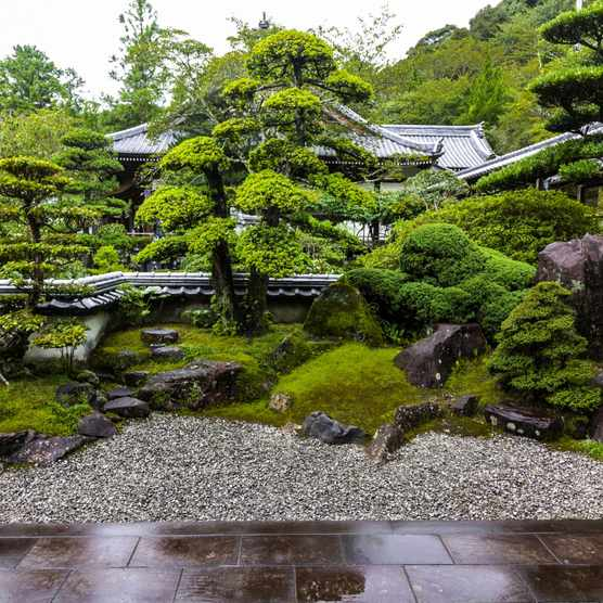 Enkoji is a Shingon Buddhist temple, famous for its pond garden and stone garden