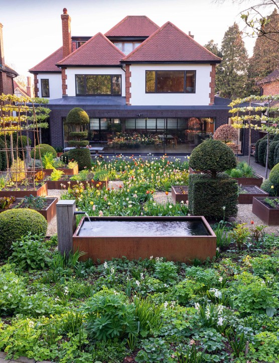A small north London garden by Arne Maynard