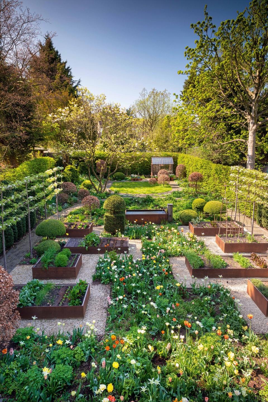 Topiary And Corten Steel Garden By Arne Maynard Gardens Illustrated