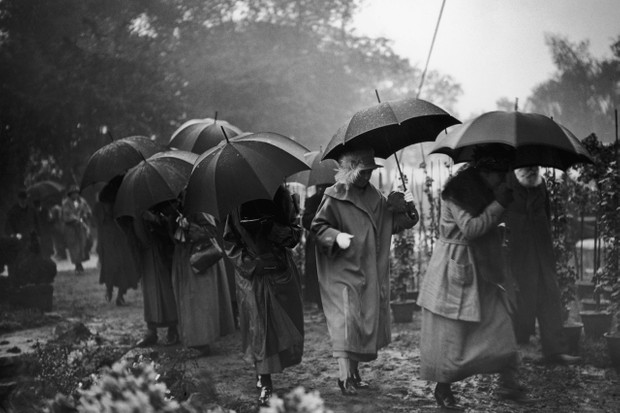 A downpour at the Chelsea Flower Show, May 1923.