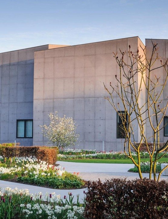 The Hepworth Wakefield Garden fits around the angular cubic forms that make up the gallery. The buildings and paths, which were cast in the same pale concrete, reflect the painterly mix of colours that changes with the seasons.